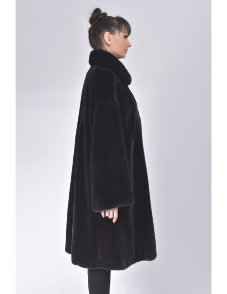 Oversized black mink coat right side